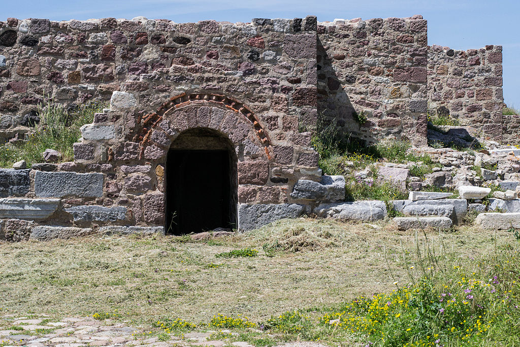 1024px-Fortress_of_Mytilini_Lesvos_3